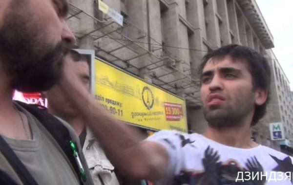 Один из участников ДТП ударил по лицу фотокорреспондента