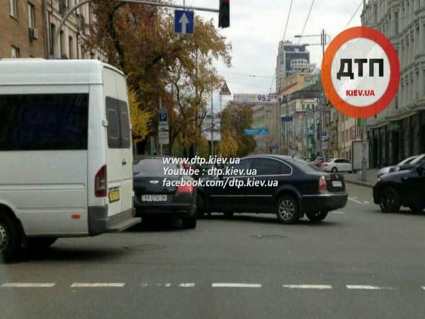 Bentley попал в ДТП в Киеве