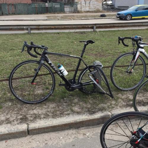 Сбитый машиной велосипед