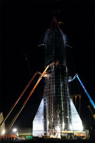 Starship Mk1 ночью