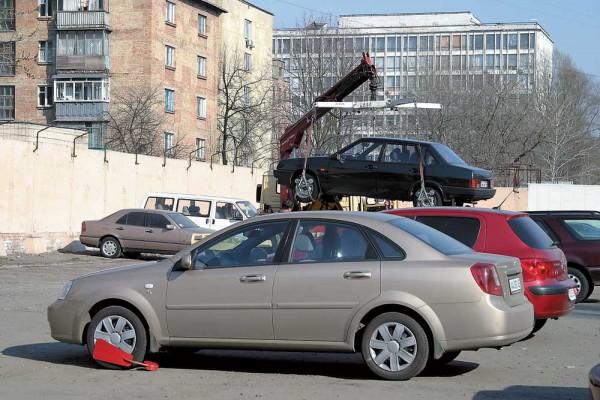 За хранение авто на штрафплощадке будут брать 120 грн/сутки + НДС