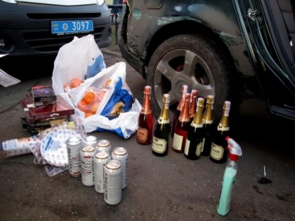 Воры украли пакеты с мандаринами, конфетами, шампанским и пивом
