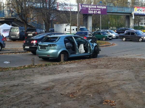 Машину бросили у остановки