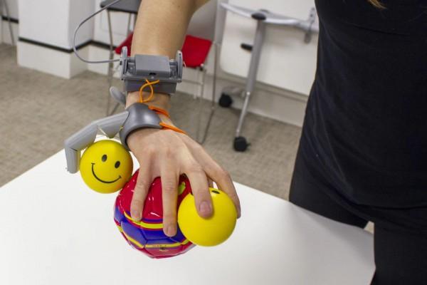 Мозг научился пользоваться шестым пальцем