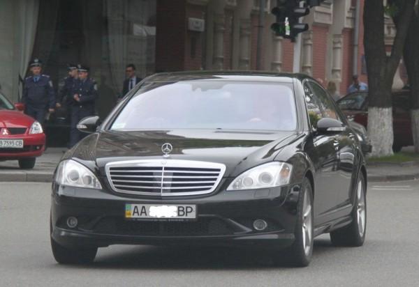 Сожительница Януковича сдавала в аренду депутаский Мерседес?