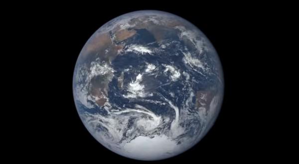 Земля на расстоянии 1,5 млн км