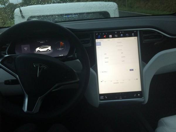 Кроссовер Tesla
