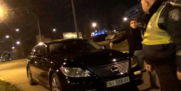 Гаишник подтвердил, что Lexus зарегистрирован на посла