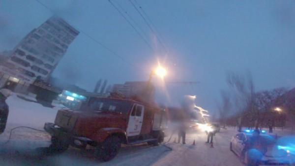 В Николаеве из-за летней резины перевернулся грузовик