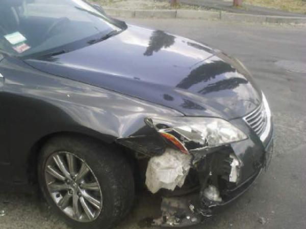 В Киеве Lexus устроил аварию