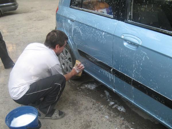 Украинцев хотят заставить мыть машины на мойках