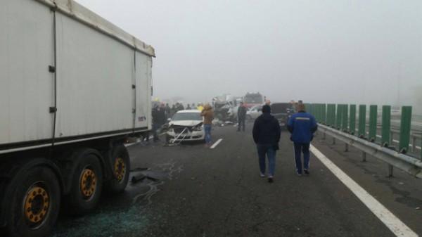 В аварии задействованы 27 машин