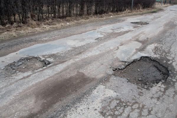 О ямах на дорогах предложили сообщать