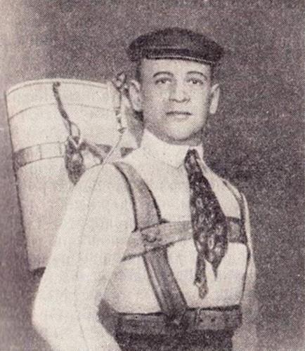 Котельников со своим первым парашютом