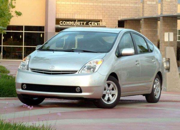 Prius признали самым надежным трехлетним автомобилем