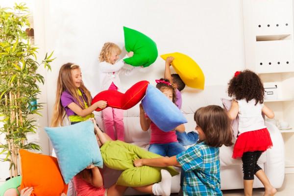 Чем заняться с маленькими детьми