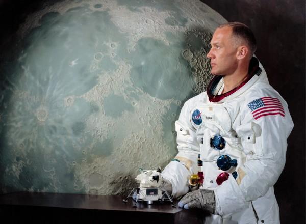 Базз Олдрин опубликовал командировочный лист на Луну