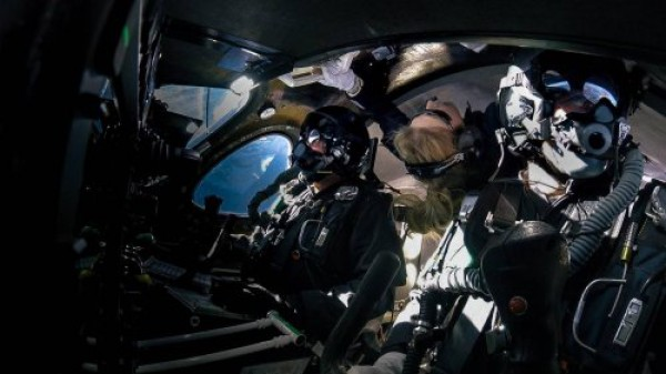 Пилот и космическая туристка
