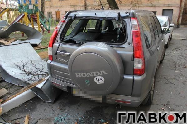 У Honda выбиты стекла
