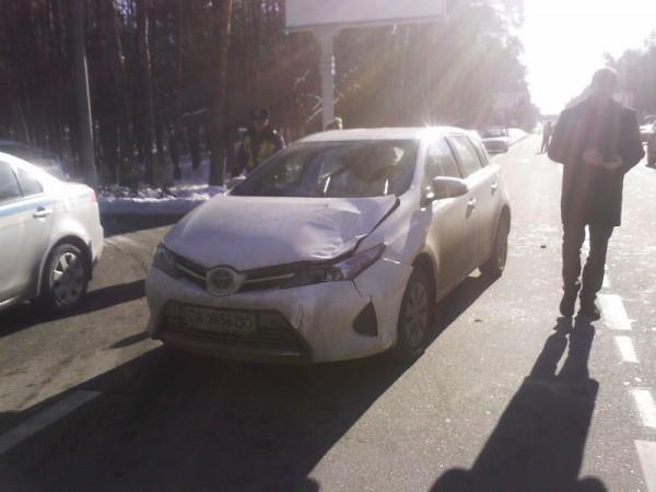 Машина сбила выскочившего пешехода