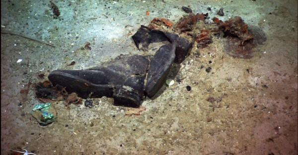 На снимке 2004 года видно часть конечности погибшего