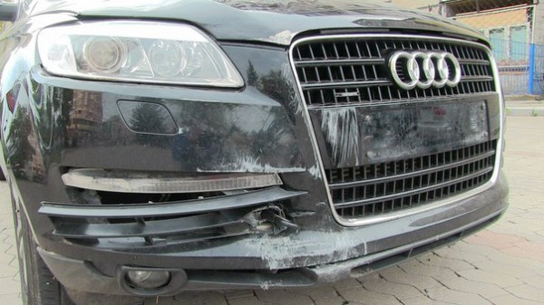 Машина серьезно пострадали