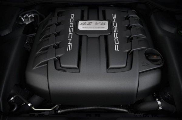 Под капотом - V8 с двумя нагнетателями, производства Audi