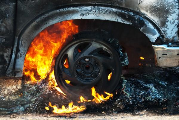 Машину 95 квартала подожгли