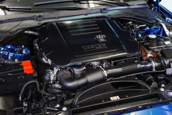 Под капотом Jaguar XE R-Sport