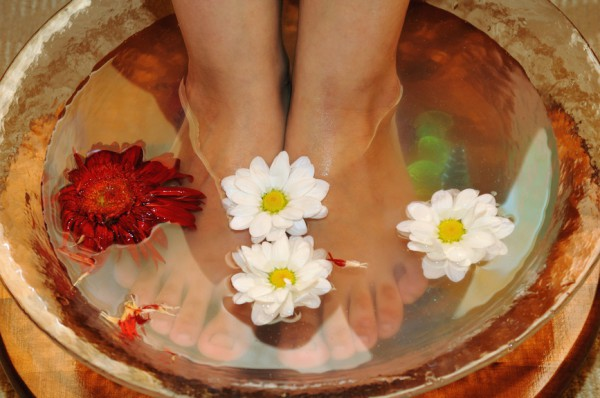 Народное лечение: Как парить ноги