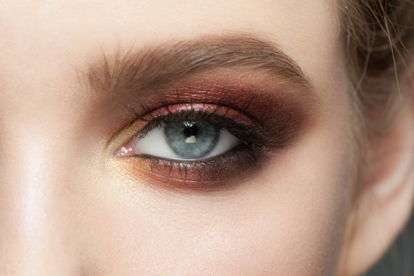 Как увеличить глаза с помощью косметики