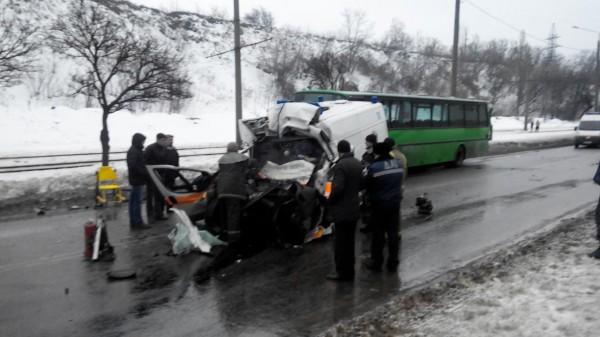 11 апреля утром в харькове маршрутка попала в аварию