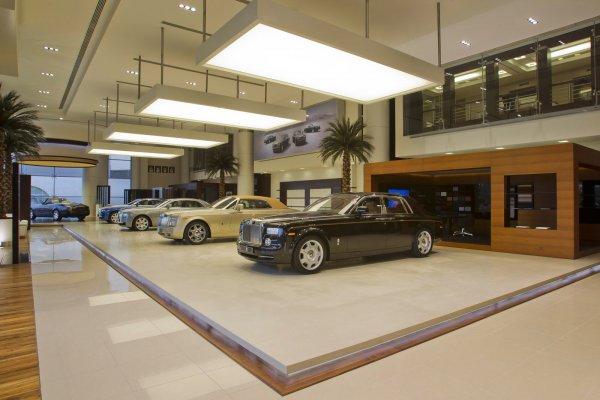 Автосалон Rolls-Royse в Абу-Даби вмещает только пять машин