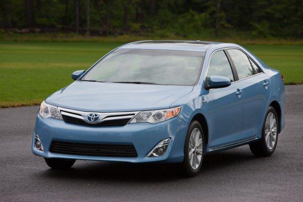 Американская Toyota Camry Hybrid