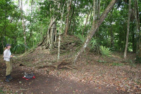 Под слоем земли расположен город майя