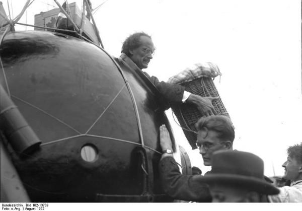 Огюст Пикар в гондоле стратостата FNRS-1
