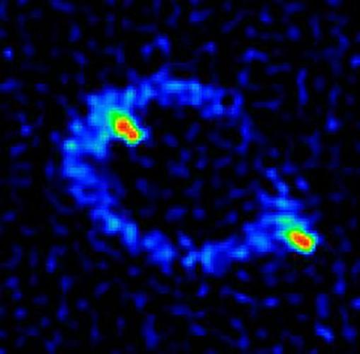 94/5000 Радиоизображение MG 1131 + 0456, первого известного кольца Эйнштейна