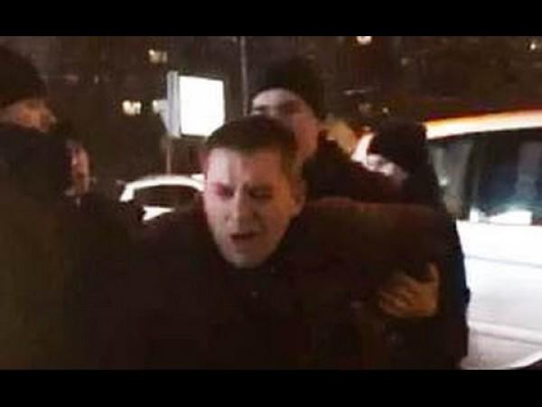 Полицейский ударил водителя