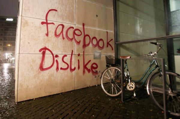 Офис Facebook в Германии разрисовали