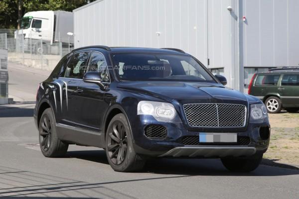 Bentley Bentayga замечен без камуфляжа