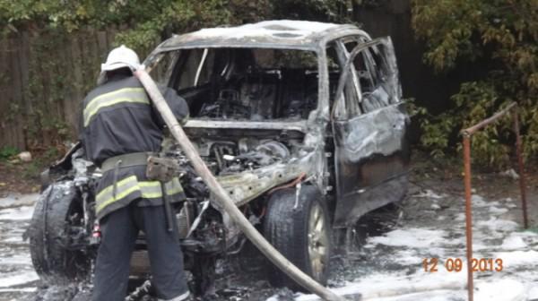 Огонь полностью уничтожил BMW X5