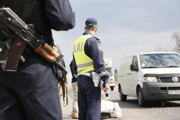 На блокпостах под Киевом проверяют все машины с номерами восточных регионов