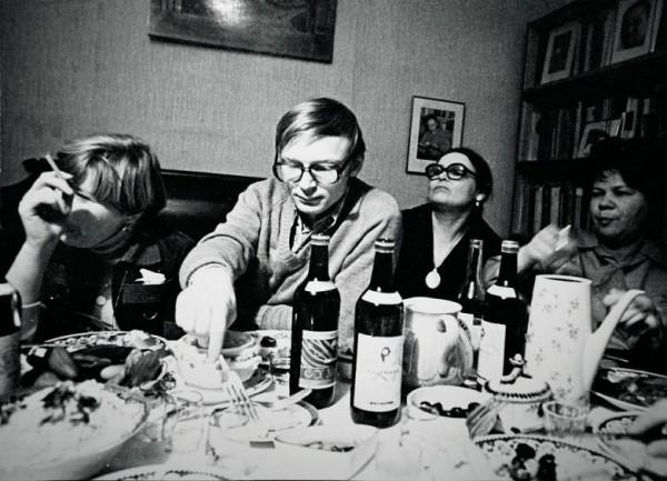 Как правло, каждое советское застолье сопровождалось столом, полным вкусной еды