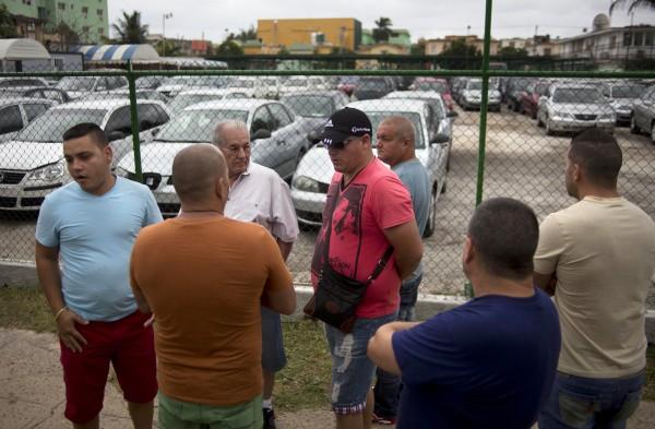 Кубинцы просто возмущены бешеными наценками государственных дилеров