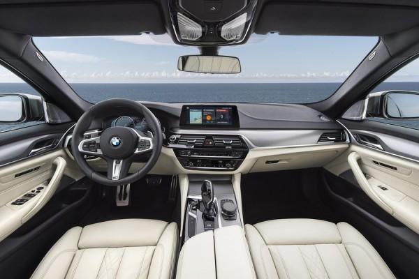 Обновленная BMW M550i