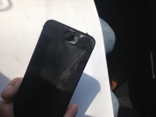 iPhone 5 взорвался в руках у владельца