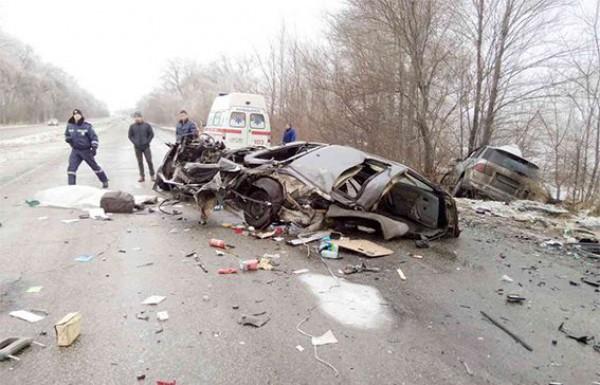 В Днепропетровской области машину от удара разорвало на части