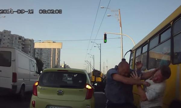 Водители в Киеве высняют, кто лучше знает ПДД
