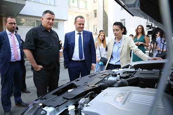 Руководство МВД осмотрело новые кроссоверы