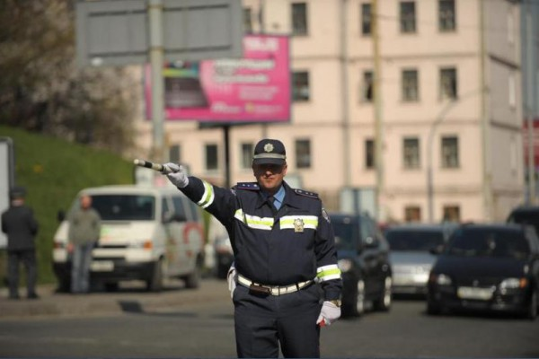 ГАИ ограничивает движение в Киеве